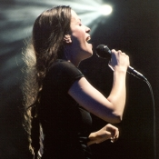 Alanis_Morissette_Concert_Photo_04