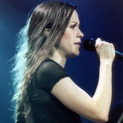 Alanis_Morissette_Concert_Photo_05