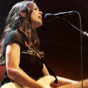 Alanis_Morissette_Concert_Photo_07