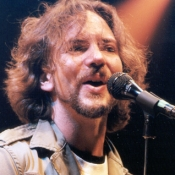Pearl_Jam_Concert_Photos_Tall_Picslive_02