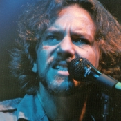 Pearl_Jam_Concert_Photos_Tall_Picslive_06