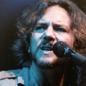 Pearl_Jam_Concert_Photos_Tall_Picslive_07
